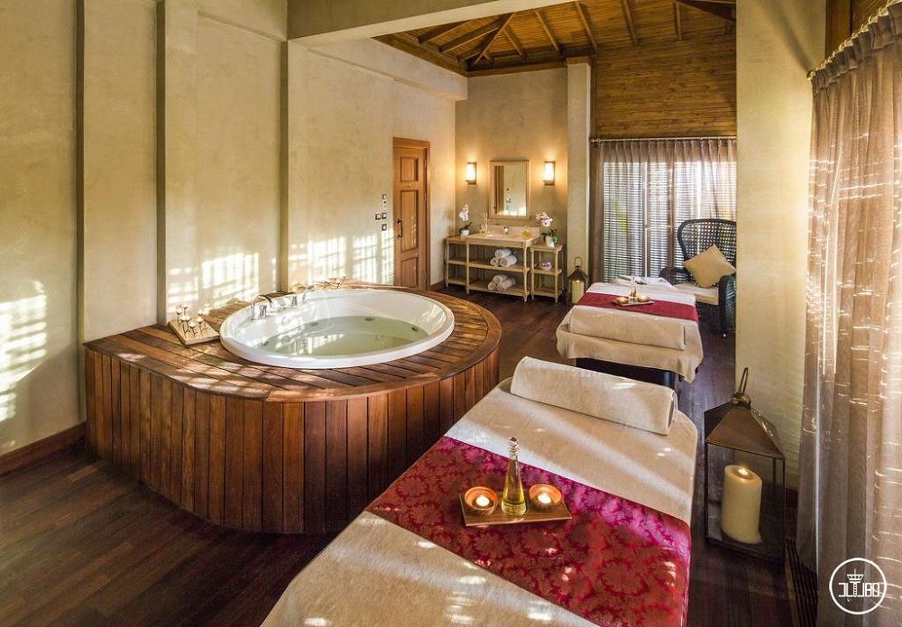 هتل 5 ستاره تایتانیک دلوکس